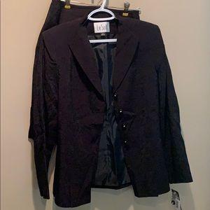 NWT Le Suit set